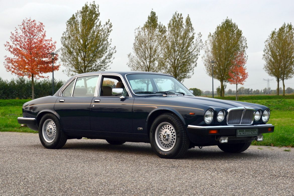 jaguar xj6 4 2 series iii lex classics. Black Bedroom Furniture Sets. Home Design Ideas
